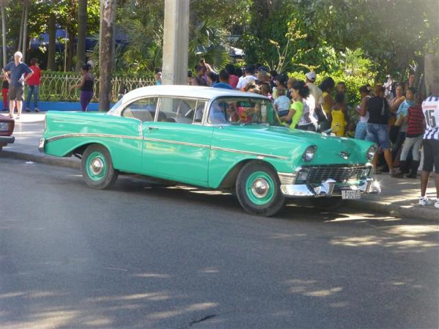 http://ww.gandjlawrence.co.uk/photos/cuba/Bill/green_car_havvanna.jpg